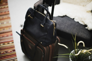 Park-and-Cube_Whats-in-my-Travel-Bag_01