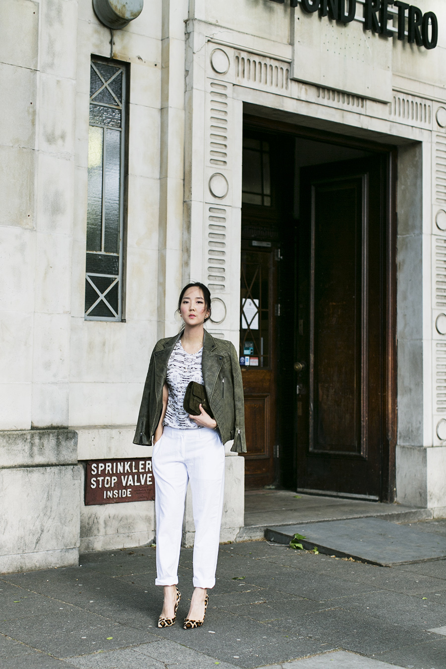 Park-and-Cube_Dagmar-white-pants_04