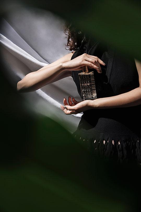 CubeCollective_Alaia-Eau-de-Parfum-Blanche_004
